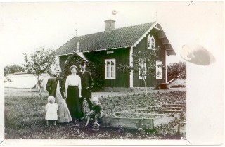 135 Trädgårdsmästare Jansson med familj i Kronobäck