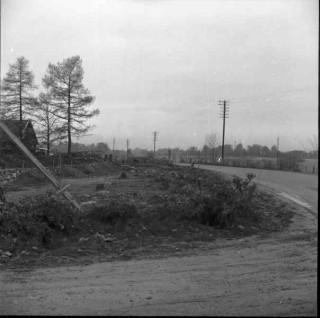 32, foto K.G Petersson-1953, vägarbetea från syd-syd-öst. I bakgrundens mitt den stenmur som ska flyttas