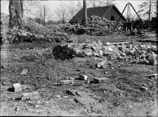 39, långhuset, östra delen, koret, västra delen, mot nordväst. under utgrävning.