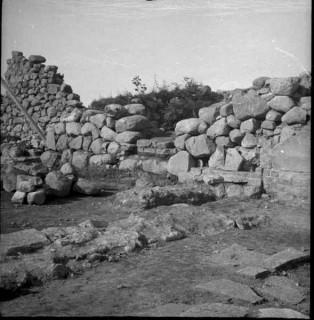 46, västra väggens grundmur mot sydöst