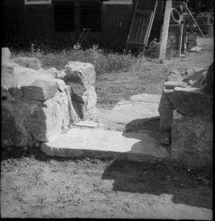 48, koret, södra väggen, dörröppning mot norr